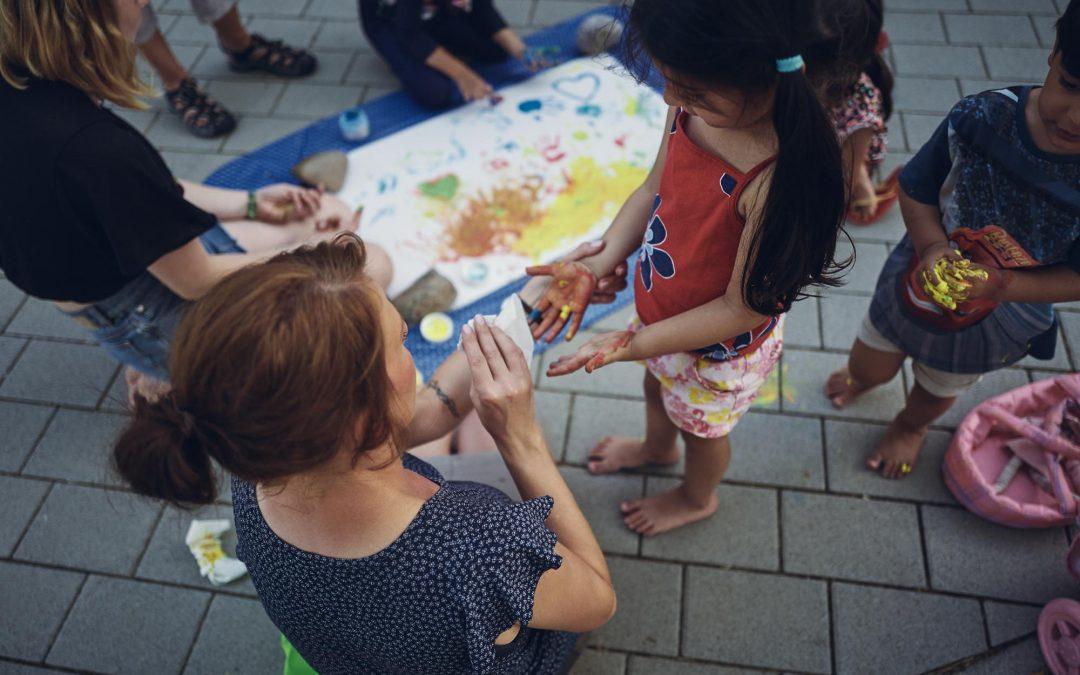 Strukturell benachteiligte Menschen sind nicht selten alleinerziehend | BFA erhält Förderung der Waisenhausstiftung